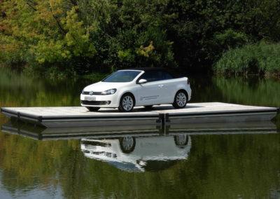 Das Fest - Wasserbühne mit VW-Golf